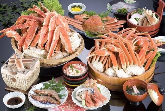 Chăm sóc mắt sau bấm mí bằng kiêng ăn hải sản