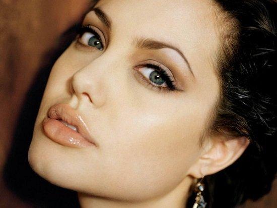 Angelina Jolie có đôi mắt đẹp