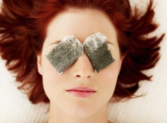 Cách chữa sưng mí mắt bằng túi trà