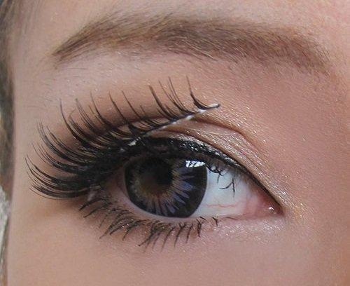 Làm mắt to tròn và đẹp tự nhiên với lông mi giả